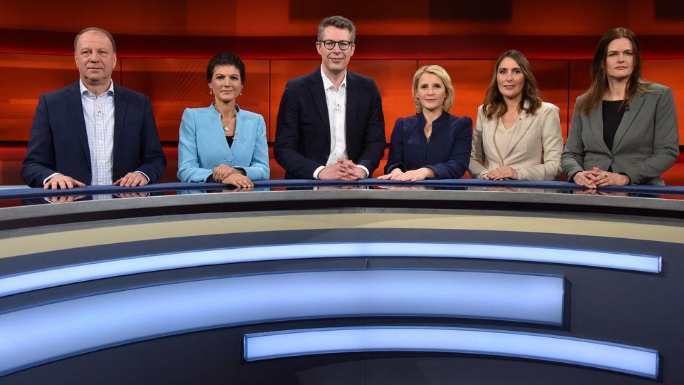 "Christian Achilles, Sahra Wagenknecht, Markus Blume, Moderatorin Susan Link, Anja Kohl und Dorothea Mohn zu Gast bei ""Hart aber fair"""