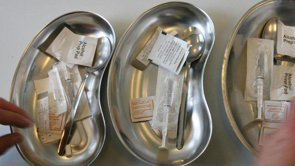 Spritzbestecke für den Konsum von Drogen. Foto: picture alliance/dpa/Symbolbild