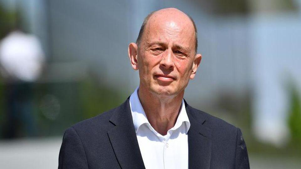 Wolfgang Tiefensee (SPD), Wirtschaftsminister von Thüringen. Foto: Martin Schutt/dpa/Archivbild