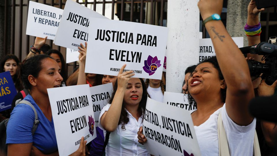 Demonstrantinnen fordern Freilassung von Evelyn Hernández