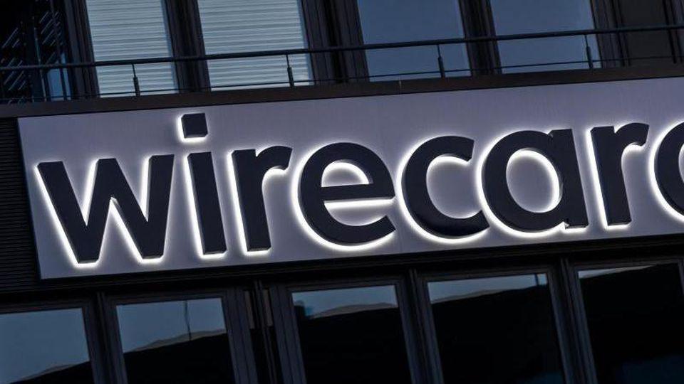 Der Schriftzug von Wirecard an der Firmenzentrale des Zahlungsdienstleisters in Aschbeim. Foto: Peter Kneffel/dpa/Archivbild