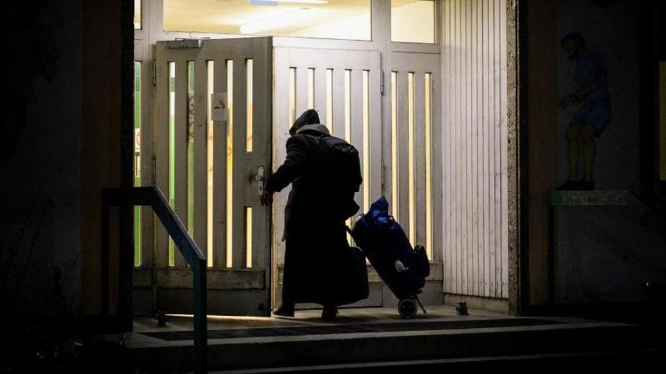 Ein Obdachloser auf dem Gelände der Bayernkaserne. Foto: Matthias Balk/Archiv