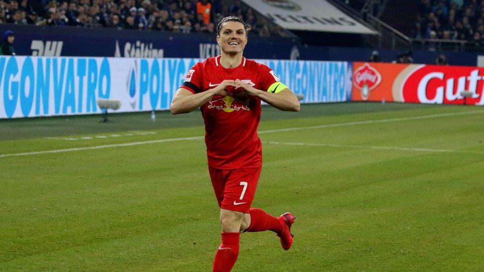 Marcel Sabitzer (RB Leipzig) freut sich über sein Tor zum 0:1 beim BL-Spiel (Saison 2019/20) FC Schalke 04 - RB Leipzig