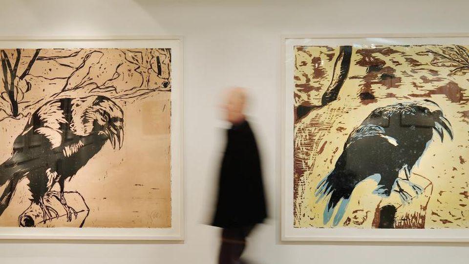 Ein Besucher geht durch eine Ausstellung im Museum für Druckkunst in Leipzig. Foto: Sebastian Willnow/dpa-Zentralbild/dpa/Archivbild