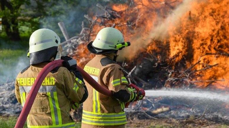 In der Regel wird das Ehrenamt außerhalb der Arbeitszeit ausgeübt. Sonderregelungen zur Freistellung gibt es etwa für die Freiwillige Feuerwehr. Foto: Patrick Pleul/dpa-Zentralbild/dpa-tmn