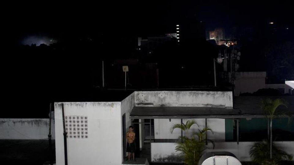 Licht aus in Caracas: Venezuela hat erneut mit einem schweren Stromausfall zu kämpfen. Foto: Natacha Pisarenko/AP
