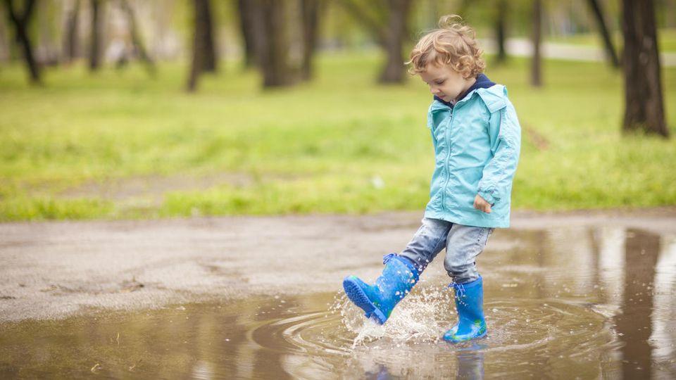 Auch Outdoorkleidung wird mit PFAS-Chemikalien beschichtet.