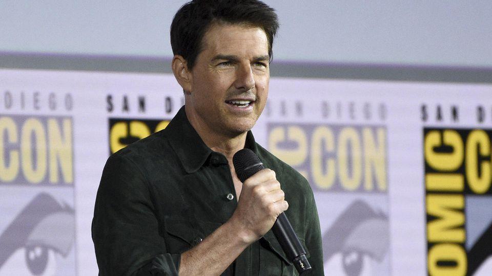 Tom Cruise überrascht Fans mit Mini-Auftritt auf Comic-Con-Messe in San Diego.