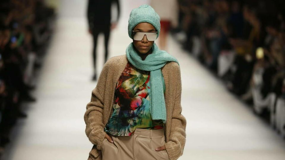 Model der Cashmere-Victim-Show präsentiert Modetrends der Herbst-/Wintersaison 2020/21