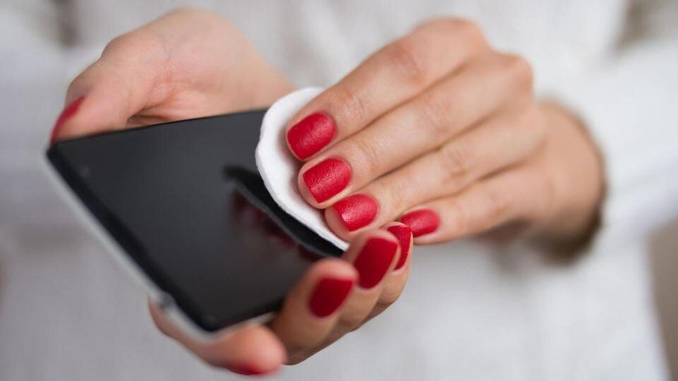 Es ist wichtig, das Smartphone regelmäßig zu reinigen.