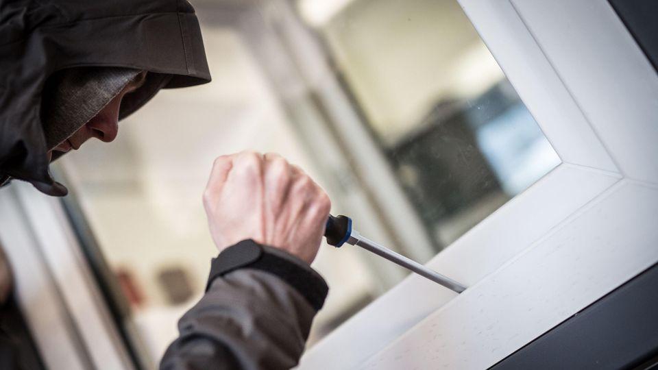 Alarmanlagen bieten Schutz vor Einbrechern,.