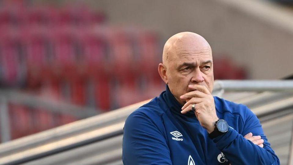 Schalkes Trainer Christian Gross. Foto: Sebastian Gollnow/dpa