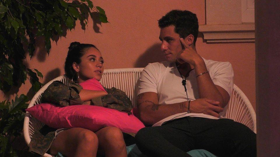 """""""Love Island""""-Kanditatin Melissa und Danilo: Der Single kann sich nicht zwischen den Damen entscheiden. Melissa oder doch lieber Asena?"""