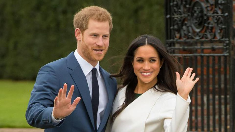 Der britische Prinz Harry und Meghan Markle nach der Bekanntgabe ihrer Verlobung. Foto: Dominic Lipinski/PA Wire/dpa