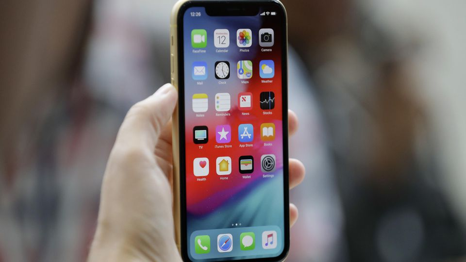 Auch neuere iPhones sind von einer Drosselung betroffen.