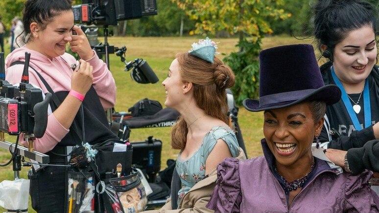 """Ein Bild vom Dreh zur ersten Staffel des Netflix-Hits """"Bridgerton"""""""