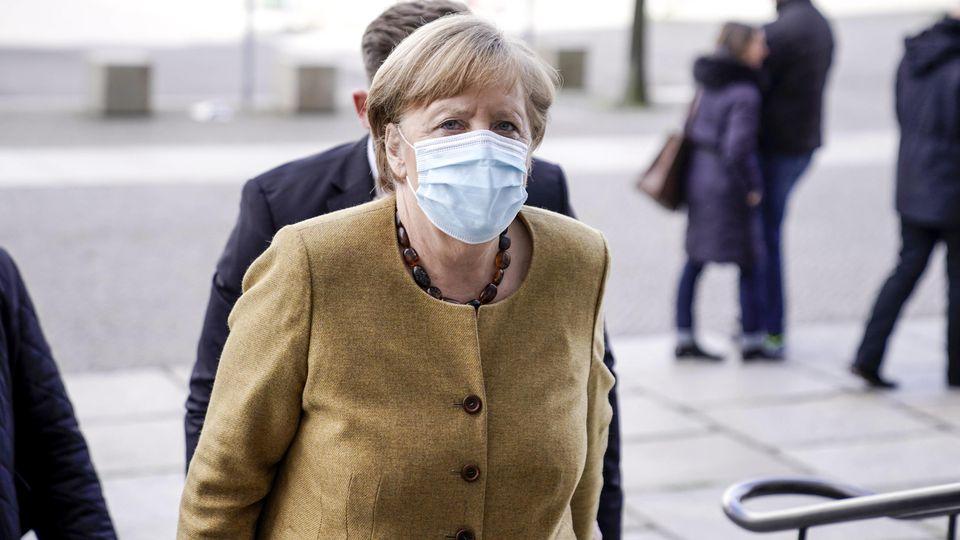 Der Bundestag berät am Vormittag (9.00 Uhr) in erster Lesung über die geplante Änderung des Infektionsschutzgesetzes gegen die dritte Corona-Welle.  Auch Merkel wird dort sprechen.