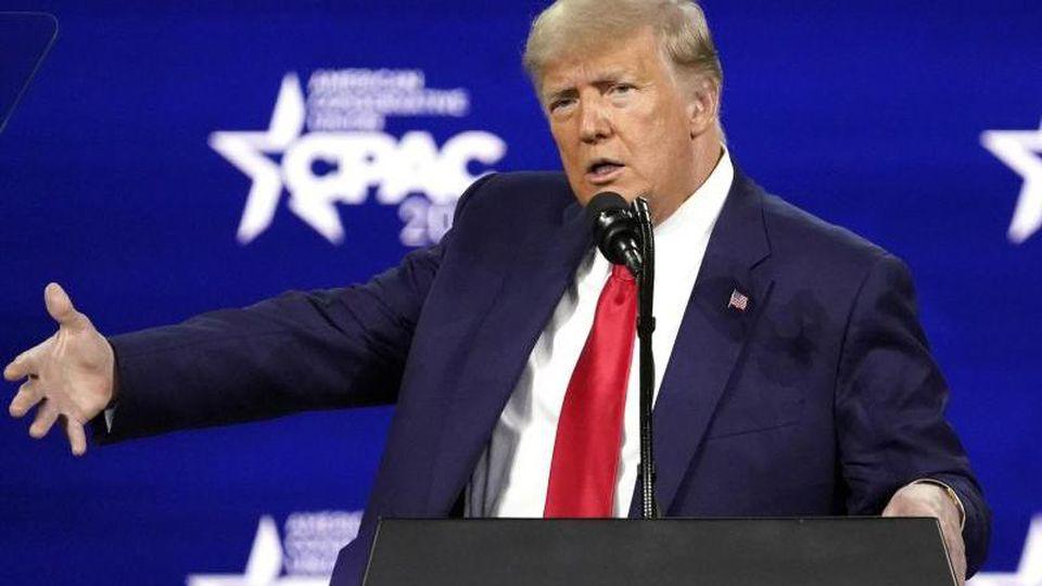 Donald Trump, ehemaliger Präsident der USA, spricht auf der Konferenz CPAC, einer Veranstaltung konservativer Aktivisten. Foto: John Raoux/AP/dpa