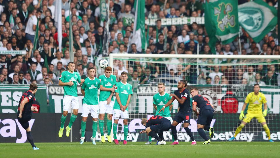 BREMEN, GERMANY - SEPTEMBER 21: Marcel Sabitzer of RB Leipzig (7) scores his team's second goal from a free kick during the Bundesliga match between SV Werder Bremen and RB Leipzig at Wohninvest Weserstadion on September 21, 2019 in Bremen, Germany.