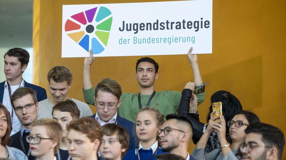 Über 100 Jugendlichen und jungen Erwachsene kamen ins Bundeskanzleramt nach Berlin.