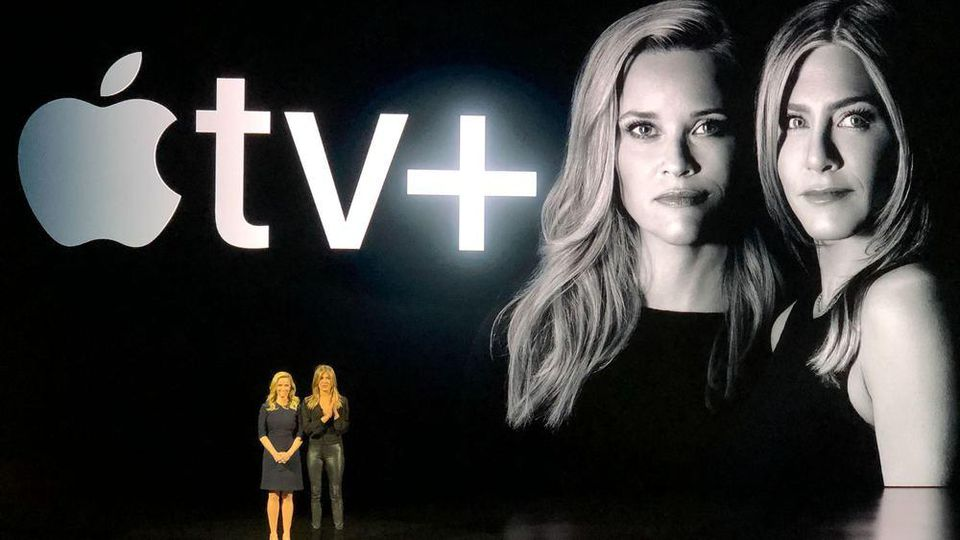 """Jennifer Aniston (r.) und Reese Witherspoon bei der Vorstellung ihrer neuen Serie """"The Morning Show"""""""