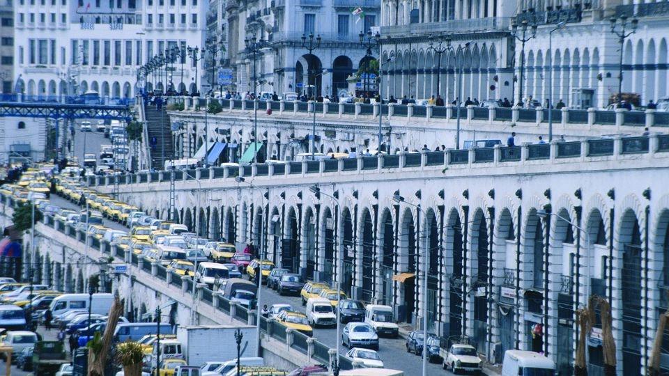 Bei einem Gedränge vor einem Musikkonzert in Algier soll es Tote und verletzte gegeben haben.