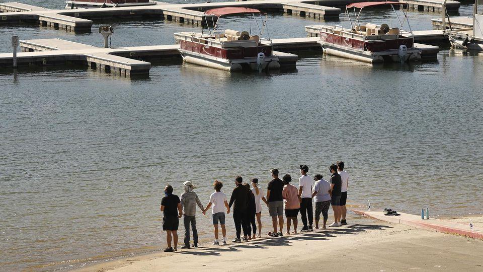 """""""Glee""""-Stars nehmen am Lake Piru nahe Los Angeles Abschied von Naya Rivera"""