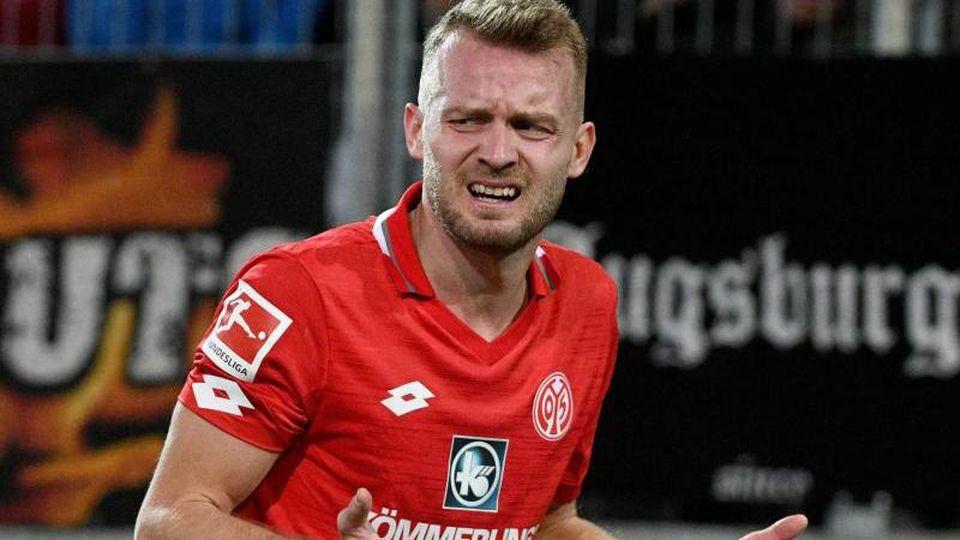 Der Mainzer Daniel Brosinski reagiert in einem Spiel. Foto: Stefan Puchner/dpa/Archivbild