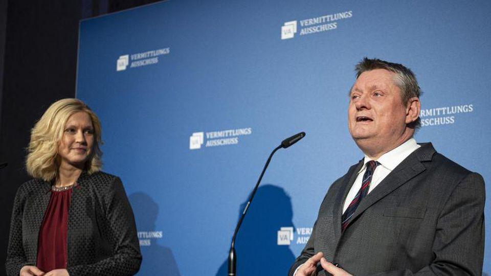Mecklenburg-Vorpommerns Ministerpräsidentin Schwesig und Unionsfraktionsvize Gröhe sind die Verhandlungsführer im Vermittlungsausschuss. Foto: Fabian Sommer/dpa