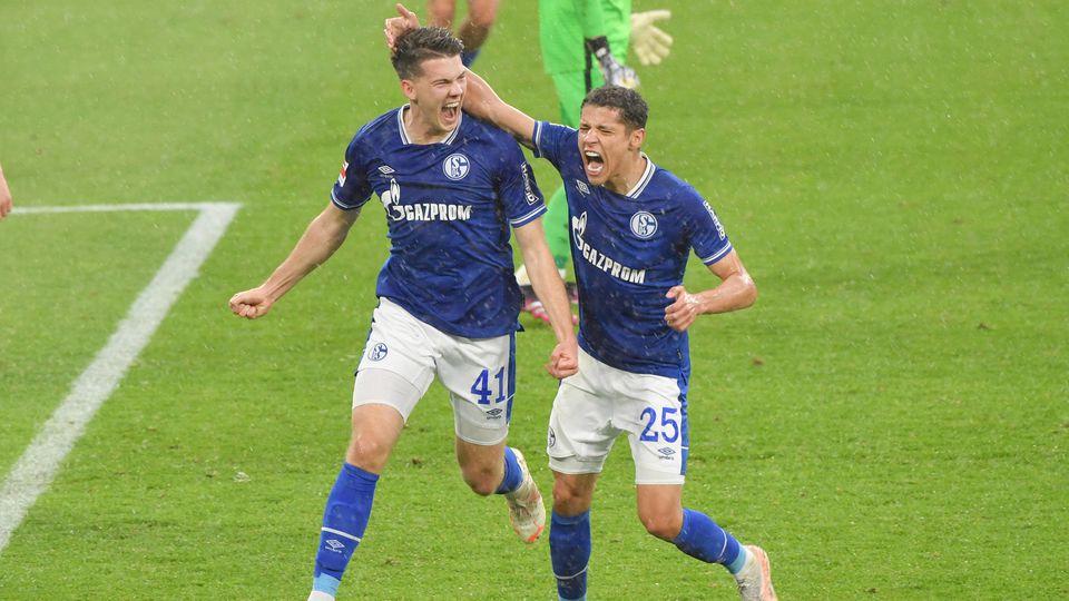 Florian Flick (l.) erzielt gegen Eintracht Frankfurt einen ersten Treffer in der Bundesliga.
