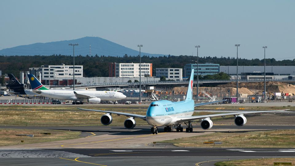Eine Boeing der Fluglinie Korean Air auf dem Flughafen Frankfurt (Archiv)
