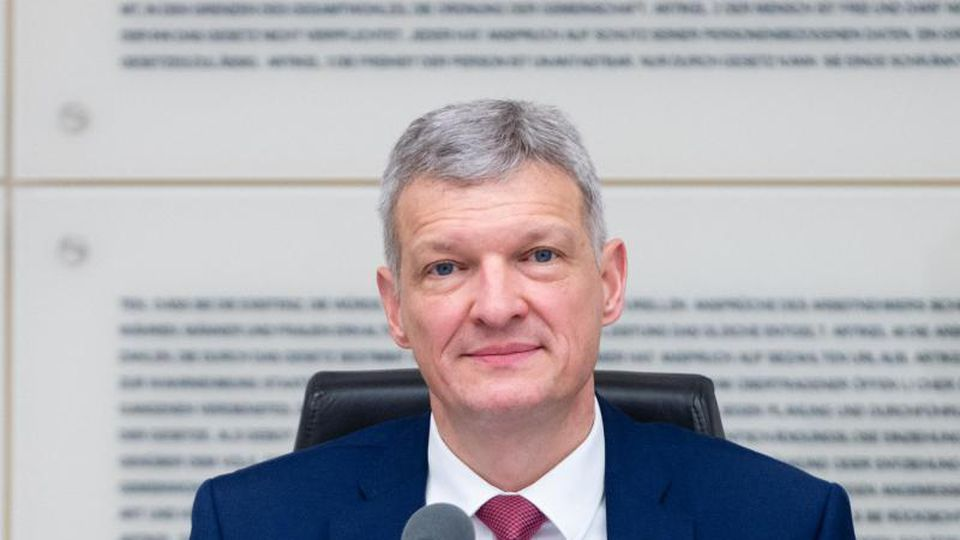 Stephan Toscani (CDU), Präsident des Landtags des Saarlandes, schaut in die Kamera. Foto: Oliver Dietze/dpa