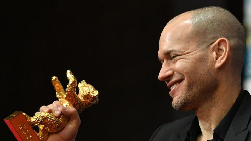 Ein Goldener Bär für Nadav Lapid. Foto: Jens Kalaene