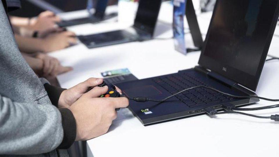 Laptops haben andere, meist langsamere Prozessoren als Desktop-Rechner - oft allerdings mit ganz ähnlicher Bezeichnung. Foto: Florian Schuh/dpa-tmn