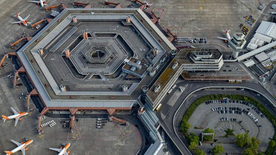 Blick auf den Flughafen Tegel. Foto: Tino Schöning/dpa/Archivbild