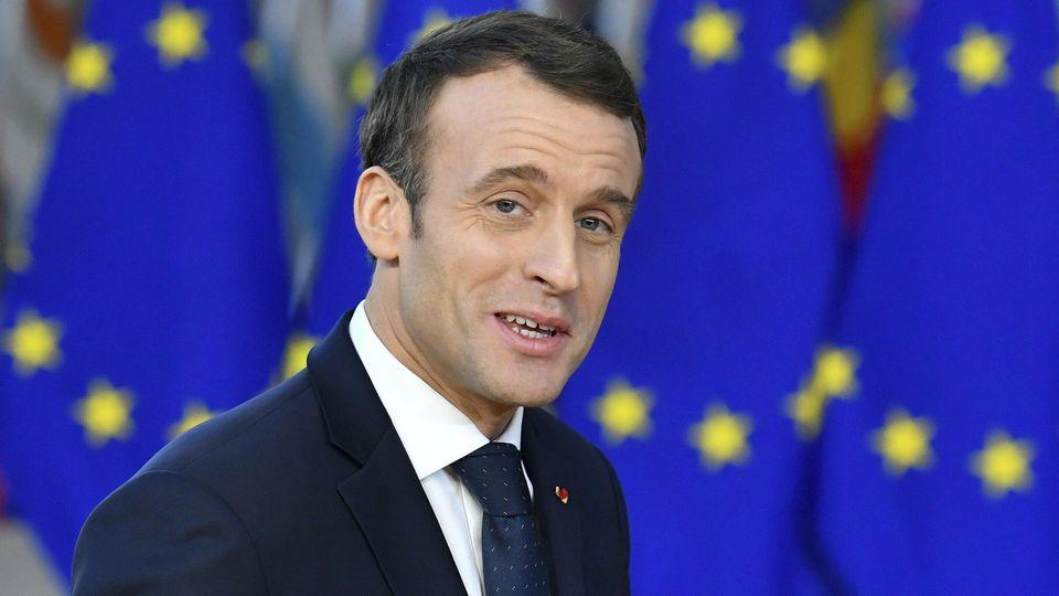 ARCHIV - 13.12.2018, Belgien, Brussels: Emmanuel Macron, Präsident von Frankreich, kommt zu einem EU-Gipfel. Mit seinem leidenschaftlichen Appell für einen «Neubeginn» in Europa hat Frankreichs Präsident Emmanuel Macron für Aufsehen gesorgt. In einem