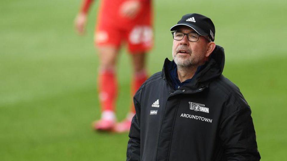 Unions Trainer Urs Fischer verfolgt das Spiel. Foto: Annegret Hilse/Reuters-Pool/dpa/Archivbild