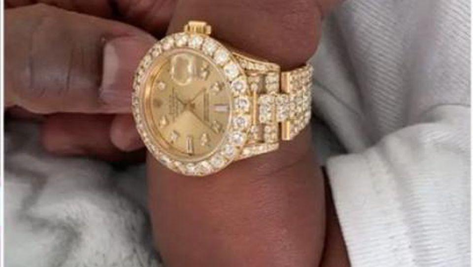 Floyd Mayweather verschenkt Uhr an Enkel