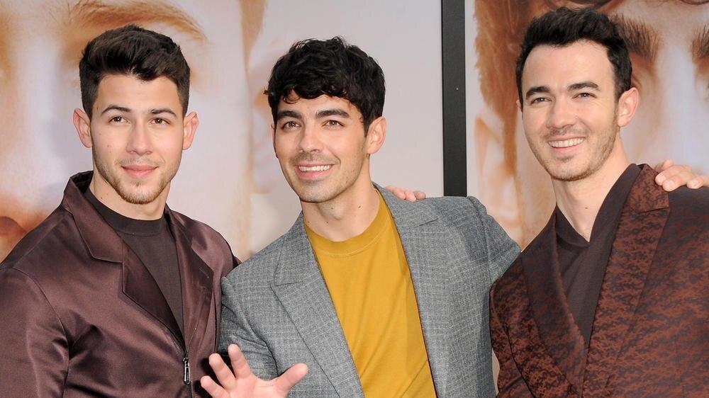 Die Jonas Brothers 2019 auf dem roten Teppich (v.l.): Kevin Jonas, Joe Jonas und Nick Jonas.