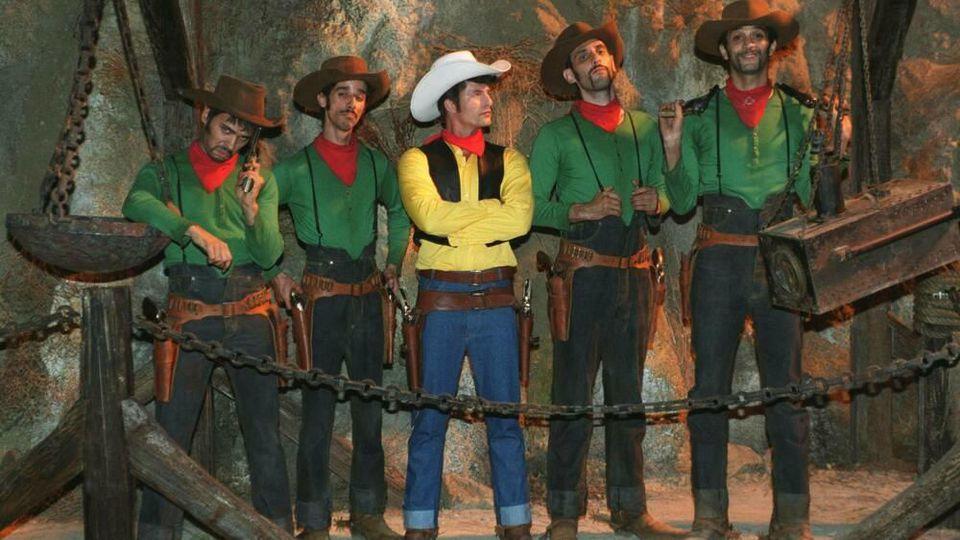 Schauspieler Til Schweiger (in Gelb) hat sich 2004 als Lucky Luke verkleidet