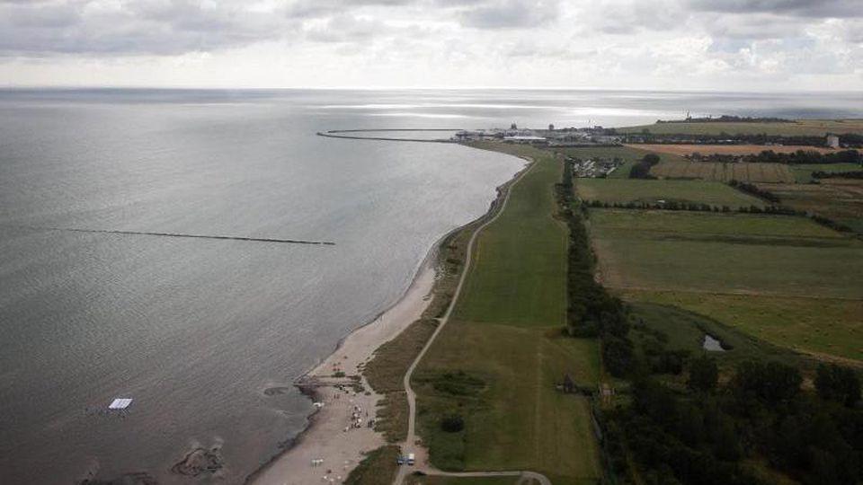 Die Ostseeküste am Naturschutzgebiet Grüner Brink nahe dem Fähranleger Puttgarden. Foto: Christian Charisius/dpa