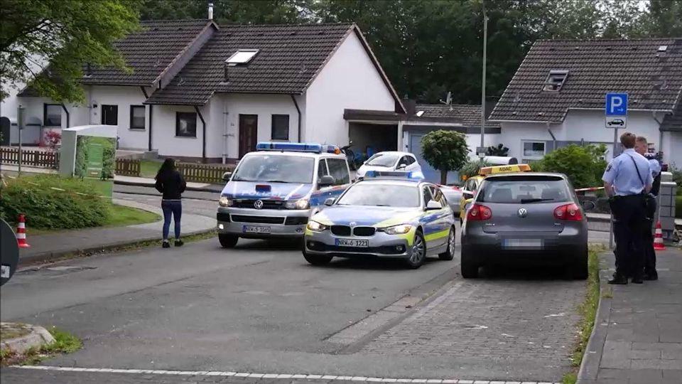 Die Polizei hat den Tatort kurz nach der Messerattacke abgesperrt.
