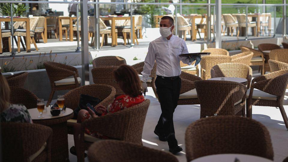 Trotz exzellenter Corona-Lage, Partys auf Mallorca bleiben tabu. Auch die Innen-Gastronomie bleibt vorher geschlossen.