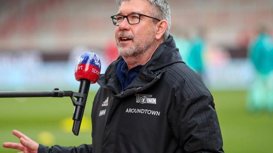 Trainer Urs Fischer von Union Berlin spricht in einem Interview. Foto: Andreas Gora/dpa-pool/dpa/Archiv