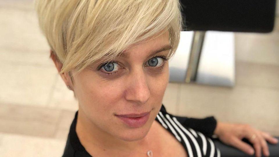 AWZ: Juliette Greco mit neuer Frisur.