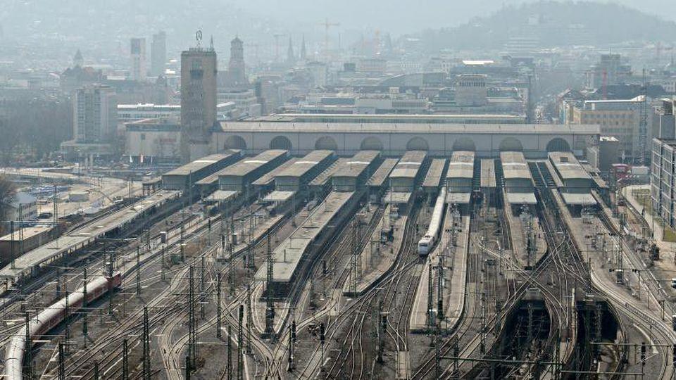 Blick auf den Hauptbahnhof in Stuttgart. Foto: Franziska Kraufmann/dpa