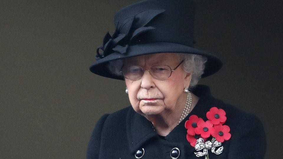 Queen Elizabeth ist eine passionierte Pferdeliebhaberin. Hier zu sehen an der Seite von ihrem Stallmeister und engen Vertrauten Terry Pendry.