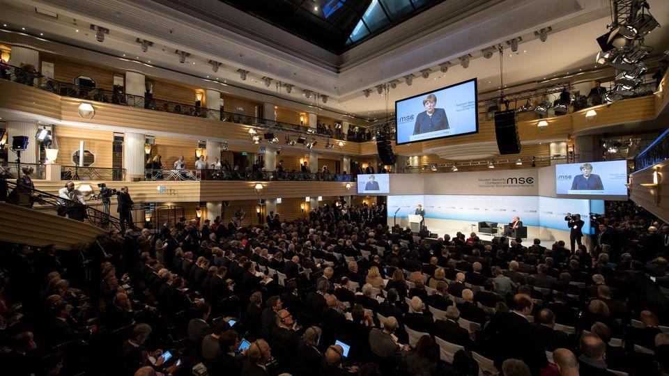 Bundeskanzlerin Angela Merkel (CDU) spricht am 18.02.2017 während der Münchner Sicherheitskonferenz. Die Münchner Sicherheitskonferenz findet vom 17.-19.02.2017 in München statt. Foto: Sven Hoppe/dpa +++(c) dpa - Bildfunk+++