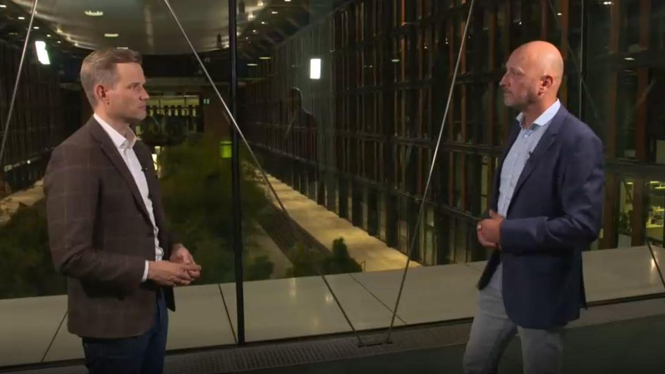 Prof. Dr. Hendrik Streeck im Gespräch mit RTL-Reporter Ingo Wickop.
