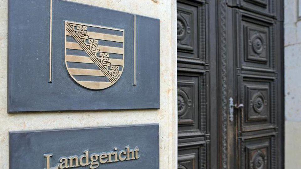 Das Schild am Eingang zum Landgericht Leipzig. Foto: Jan Woitas/Archiv